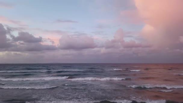 pobřeží crashingon moře vlny