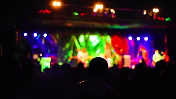 Obří koncert dav
