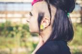 junge schöne Punk dunkle Mädchen