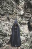 Fotografia Donna del vampiro con mantello e cappuccio