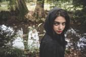 Fotografia Donna del vampiro con mantello