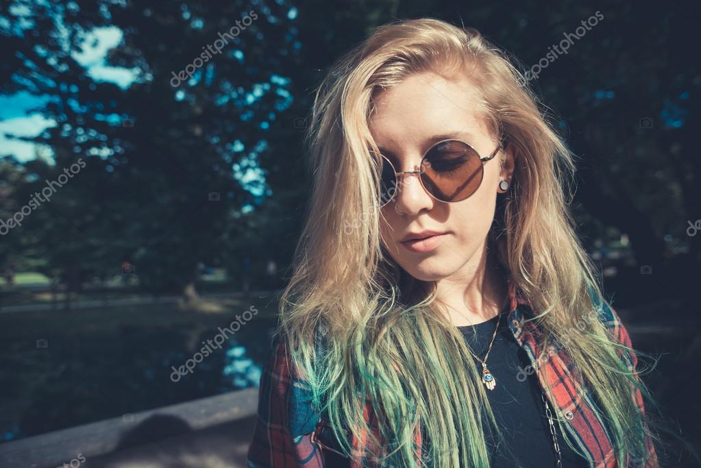 frau blonde haare