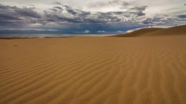 Časová prodleva krásné pouštní krajiny. Poušť Gobi. Mongolsko