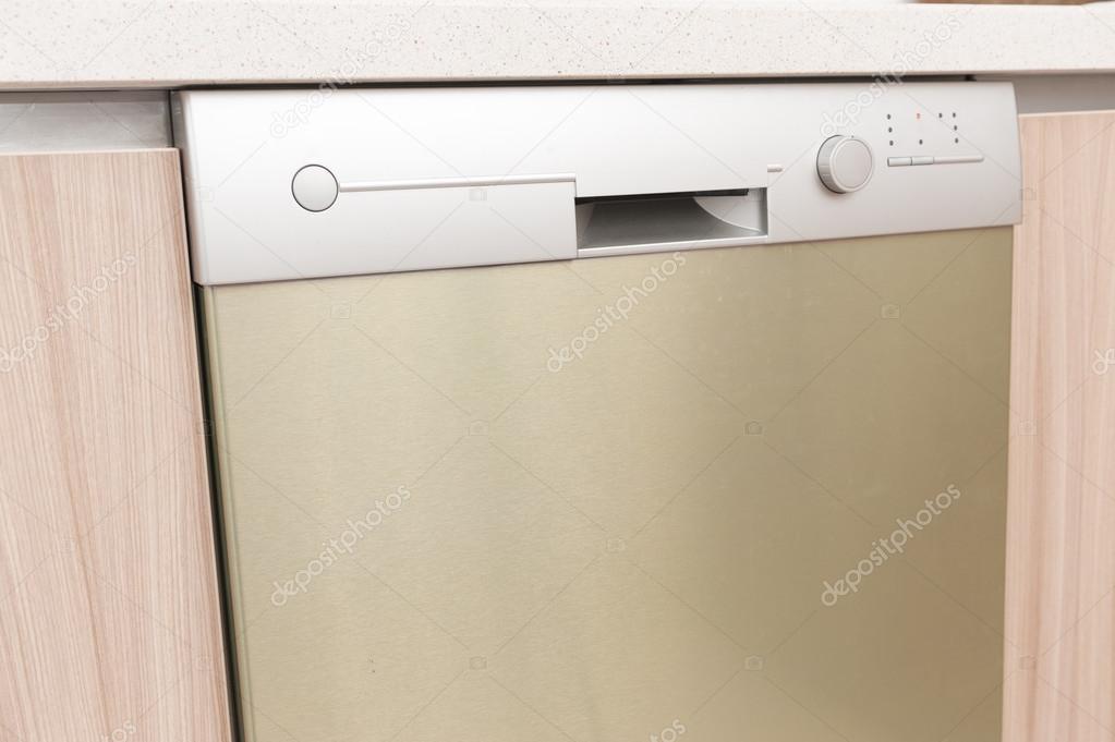 Vista del primo piano di lavastoviglie — Foto Stock © raywoo #78808926
