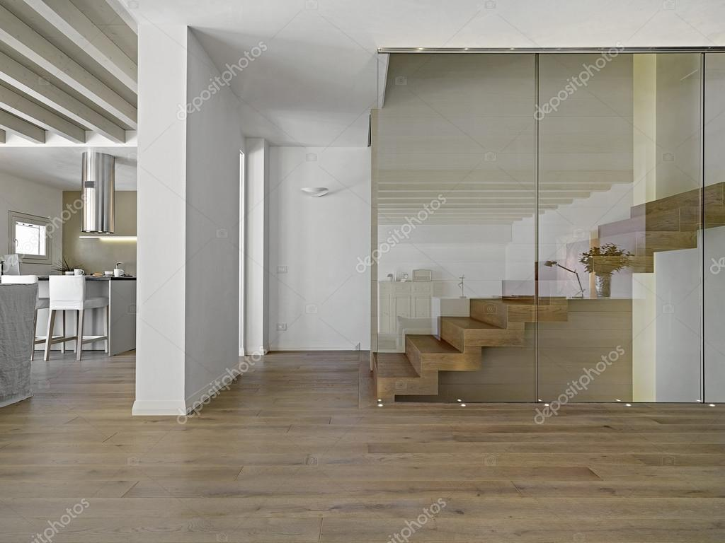 Salotto Moderno Legno : Scala in legno in un salotto moderno u2014 foto stock © aaphotograph
