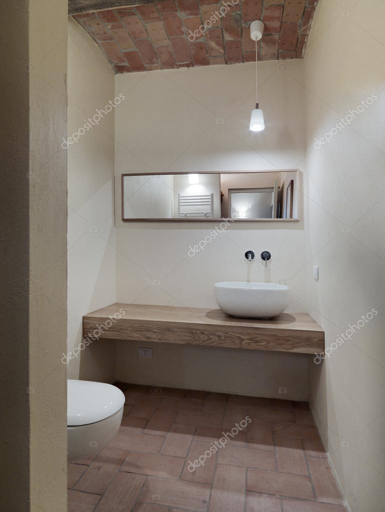 https://st2.depositphotos.com/1035257/6132/i/950/depositphotos_61327317-stock-photo-mpdern-bathroom.jpg