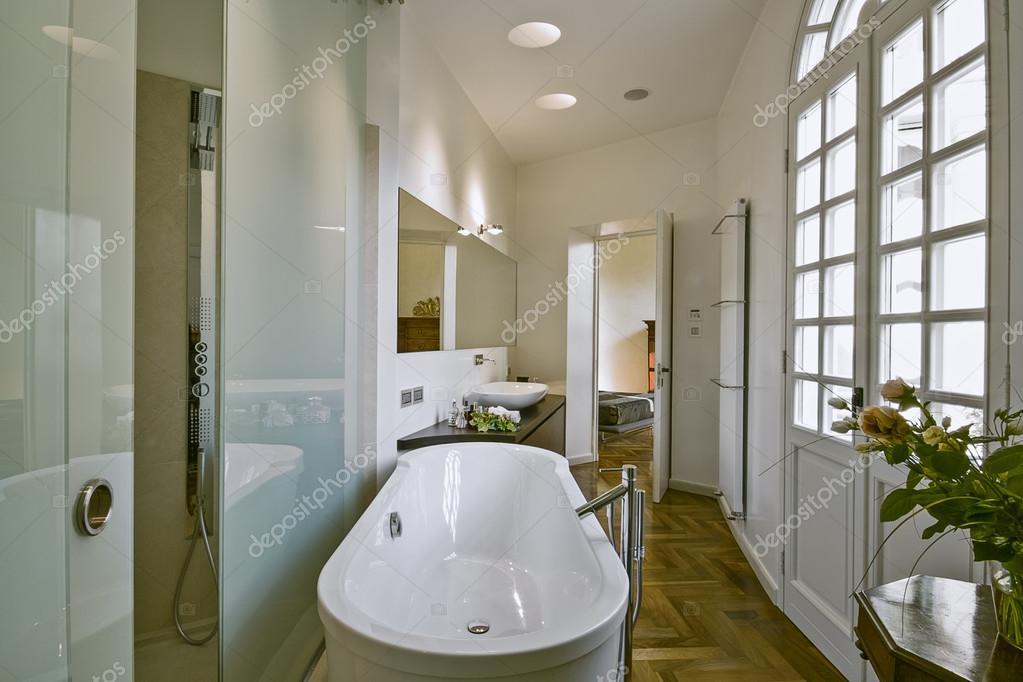 klassische Badezimmer — Stockfoto © aaphotograph #67132185