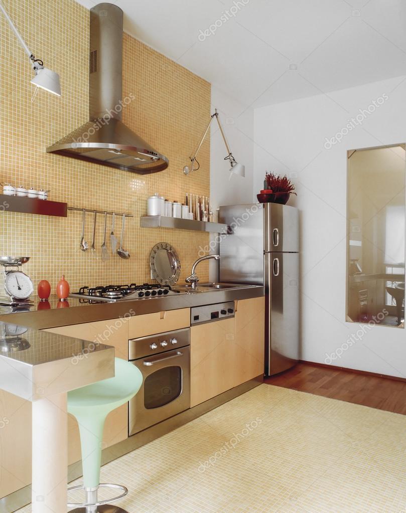Vista Interior De Uma Cozinha Moern Com Mosaico De Azulejos Stock
