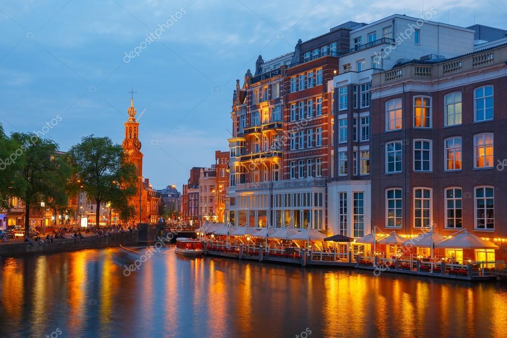 ライトアップされたアムステルダム