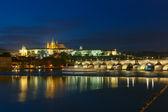 Pražský hrad a Karlův most v noci, Česká republika