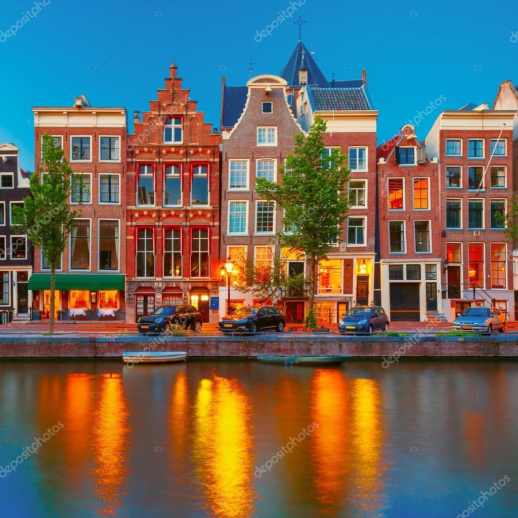 明かりがついたアムステルダム