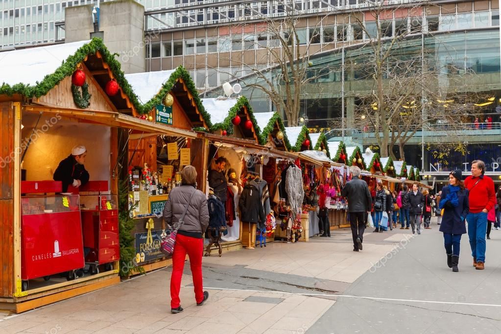 Paris Weihnachtsmarkt.Weihnachtsmarkt In Montparnasse Paris Redaktionelles Stockfoto