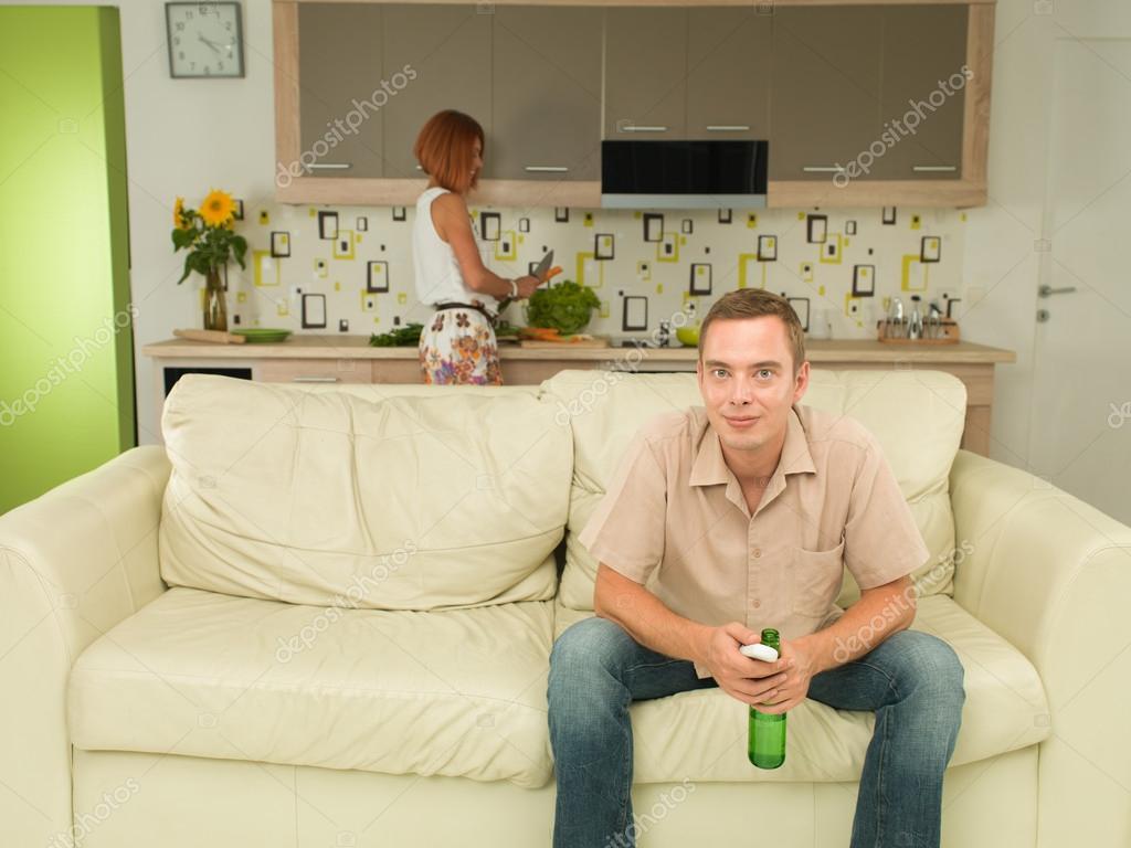 Mann beobachtet interessante tv-show — Stockfoto © shotsstudio #53375383