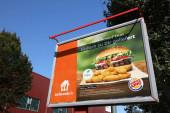 BOCHUM, DEUTSCHLAND - 17. SEPTEMBER 2020: Werbung für die Lieferando-App für Lebensmittel in Bochum.