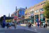 BOCHUM, DEUTSCHLAND - 17. September 2020: Menschen besuchen die Bochumer Innenstadt. Bochum ist die 16. größte Stadt Deutschlands.