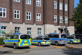 BOCHUM, DEUTSCHLAND - 17. SEPTEMBER 2020: In Bochum geparkte deutsche Polizeifahrzeuge. Polizei Nordrhein-Westfalen beschäftigt 42.000 Beamte.