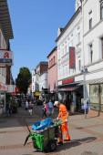 BOCHUM - 17. September 2020: Kommunale Straßenreinigung in Wattenscheid. Einst war Wattenscheid eine eigenständige Stadt, heute gehört sie zu Bochum.