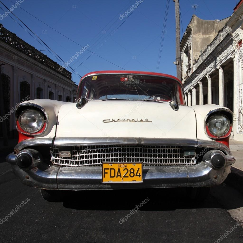 Old car in Cuba – Stock Editorial Photo © tupungato #65450035
