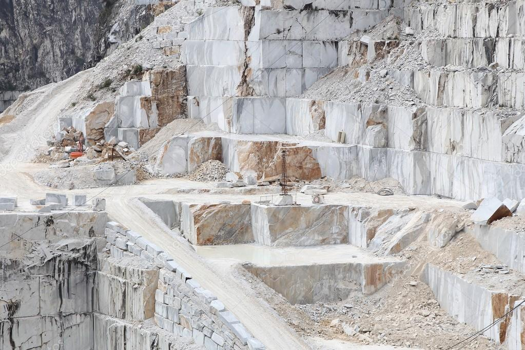 Carrara Marmor carrara marmor steinbruch stockfoto tupungato 72156413