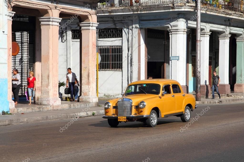 Old car in Havana – Stock Editorial Photo © tupungato #85123656