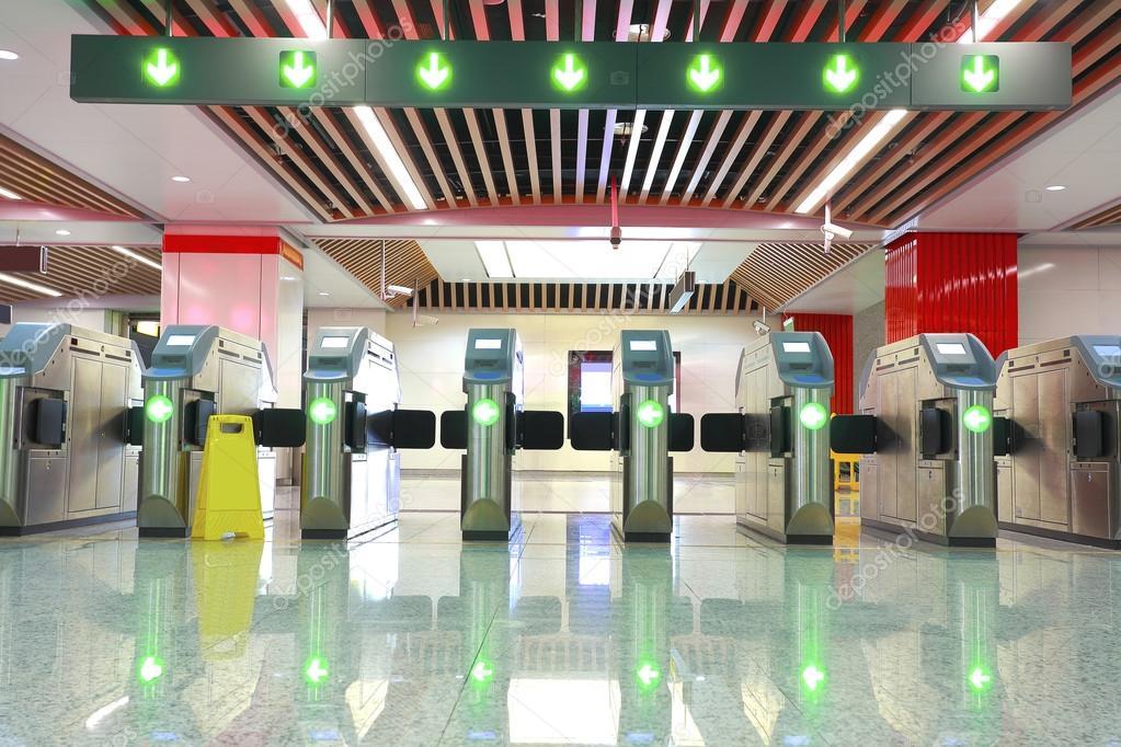 Автоматические ворота в метро