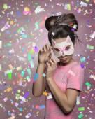 Fotografie charmante Frau mit Katze Maske