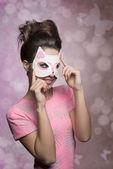 Frau mit schöner Kätzchenmaske