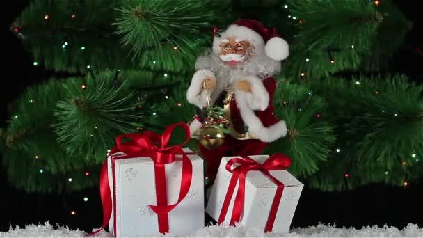 Santa Claus s dárkové krabičky je tanec na pozadí blikající girlandy
