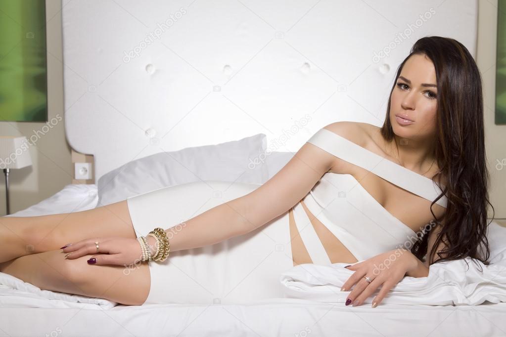 onlayn-russkiy-molodie-bryunetki-v-erotike-siskastie-telki-porno