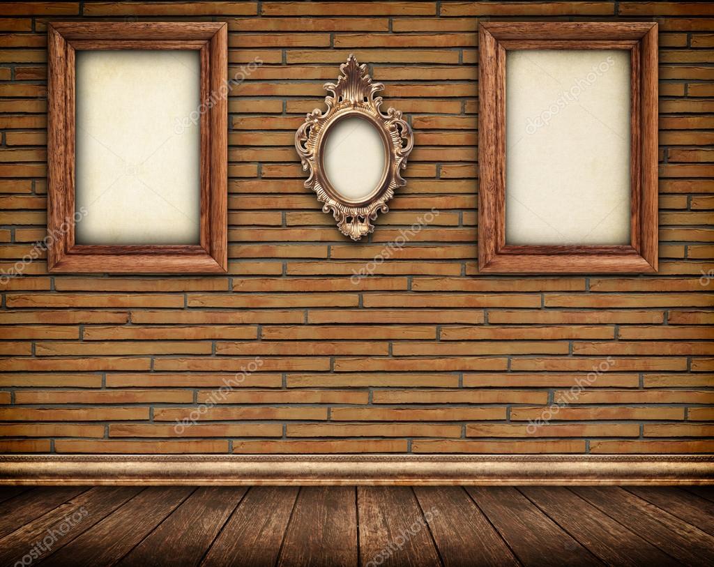 Marcos decorativos de madera en pared de ladrillo — Foto de stock ...
