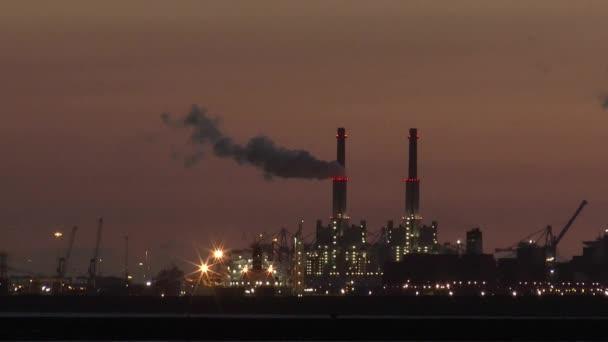 Světla v večer na chemický průmysl