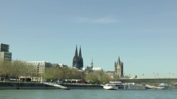 Köln, die von einem Boot aus gesehen