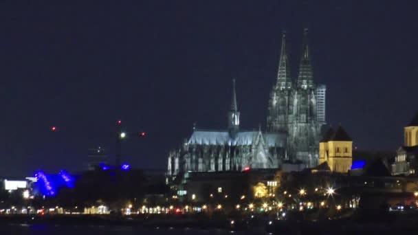Köln und Rhein bei Nacht