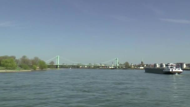 Köln von einem Boot aus gesehen
