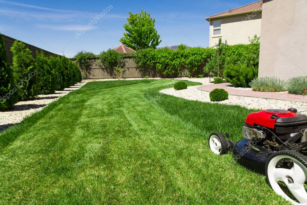Garten Rasen Mähen Stockfoto Mblach 120001778