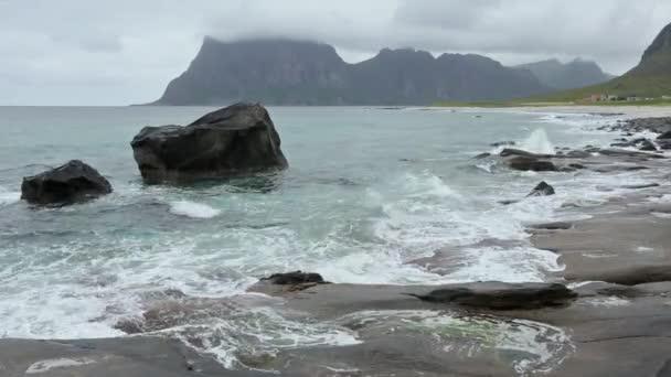Lofoty pobřeží letní bouřky pohled, Norsko