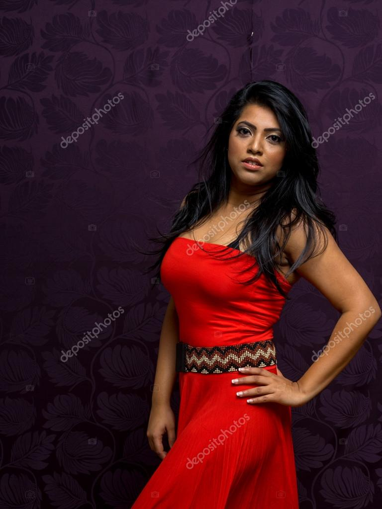 5d47a4f3ab Indian Woman Wearing Beautiful Flowing Sleeveless Dress — Stock Photo