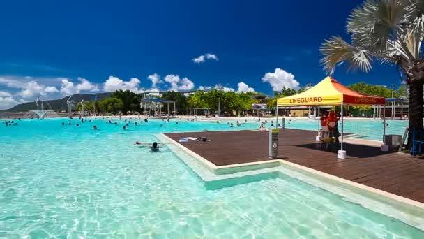 Laguna tropicale piscina sul lungomare di cairns con for Piscina artificiale
