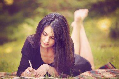 """Картина, постер, плакат, фотообои """"красивая писательница вдохновлена природой """", артикул 83019110"""