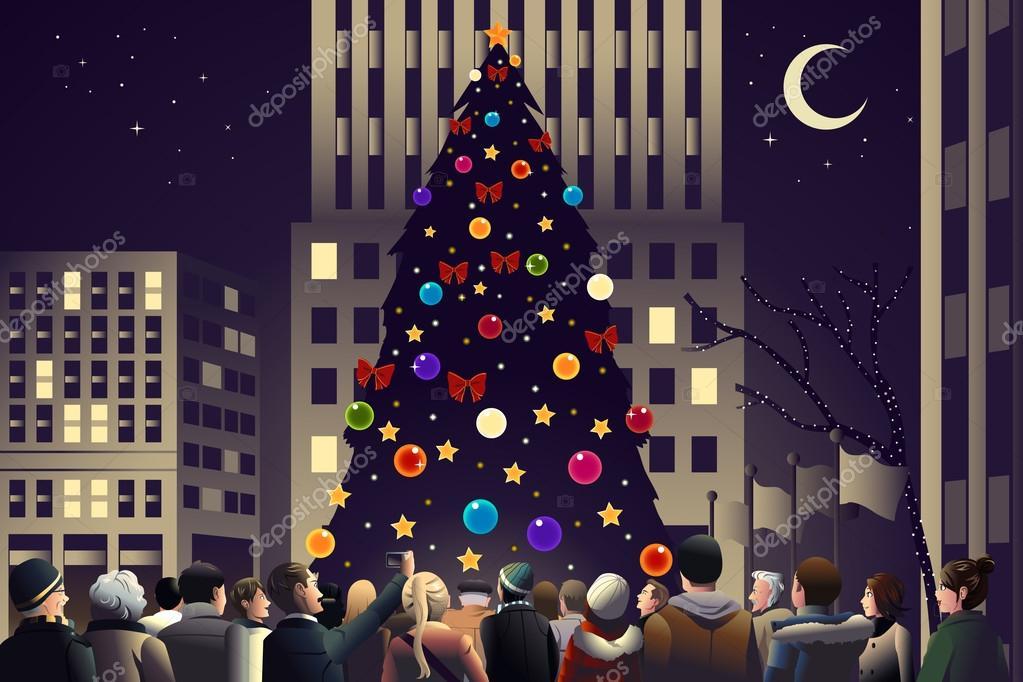 menigte in de stad in de buurt van grote verlichte kerstboom ...