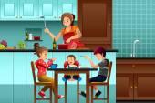 Fotografie Beschäftigt Mutter in der Küche mit ihren Kindern