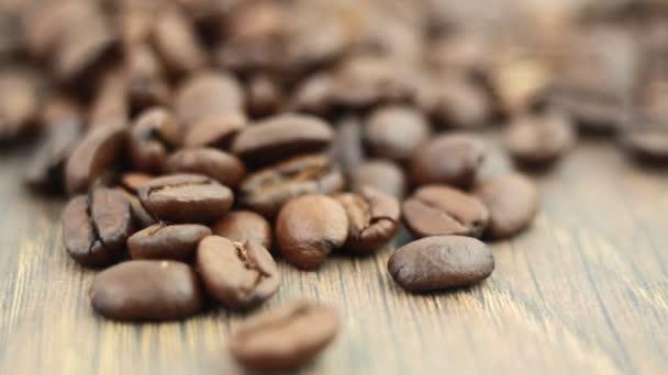 hromadu kávová zrna