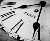 Fotografie Paříž černé a bílé hodinový ciferník