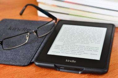 Amazon kindle paper white e book reader