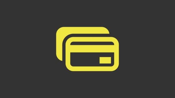 Sárga Hitelkártya ikon elszigetelt szürke háttér. Online fizetés. Készpénzfelvétel. Pénzügyi műveletek. Bevásárlótábla. 4K Videó mozgás grafikus animáció