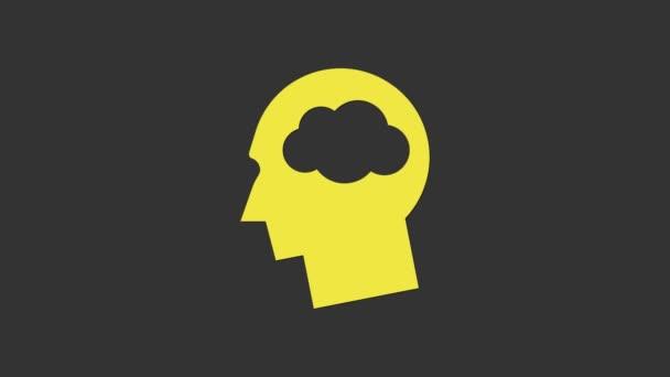 Sárga Fej sziluett felhő ikon elszigetelt szürke alapon. Álomjel. 4K Videó mozgás grafikus animáció