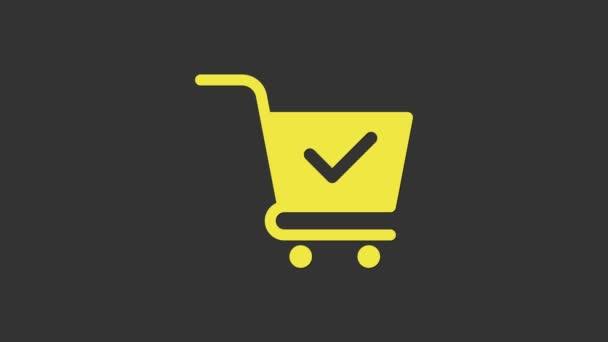 Sárga kosár ellenőrző jel ikon elszigetelt szürke háttér. Bevásárlókosár jóváhagyott, megerősített, kész, pipa, kitöltött szimbólummal. 4K Videó mozgás grafikus animáció