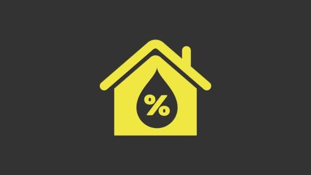 Ikona vlhkosti žlutého domu izolovaná na šedém pozadí. Počasí a meteorologie, symbol teploměru. Grafická animace pohybu videa 4K