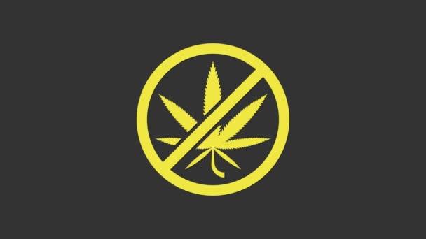 Sárga Stop marihuána vagy cannabis levél ikon elszigetelt szürke alapon. Nem szívok marihuánát. Kenderszimbólum. 4K Videó mozgás grafikus animáció