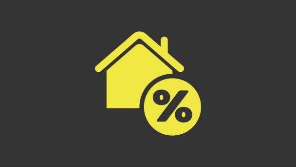 Gelbes Haus mit Percant Rabattmarke Symbol isoliert auf grauem Hintergrund. Haus Prozentsatz Zeichen Preis. Immobilien zu Hause. Kreditanteil-Symbol. 4K Video Motion Grafik Animation